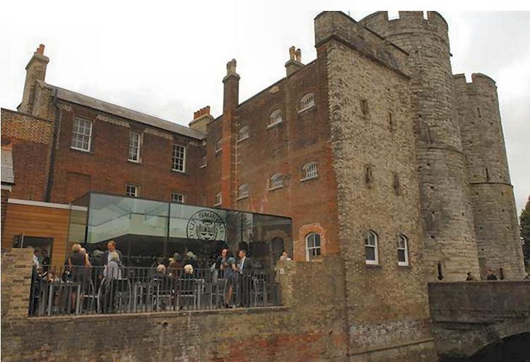 Pound Pub Of Canterbury