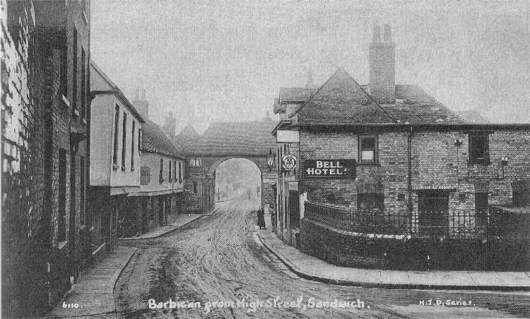 Bell Family And Commercial Hotel Pubs Of Sandwich