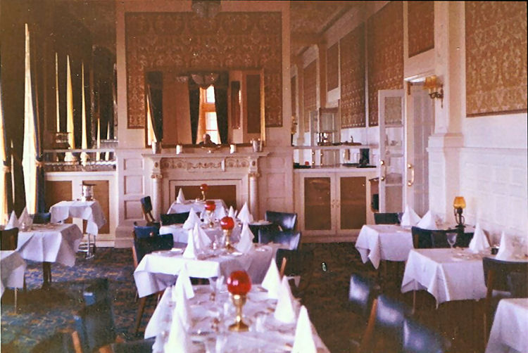 Queen's Hotel dining area