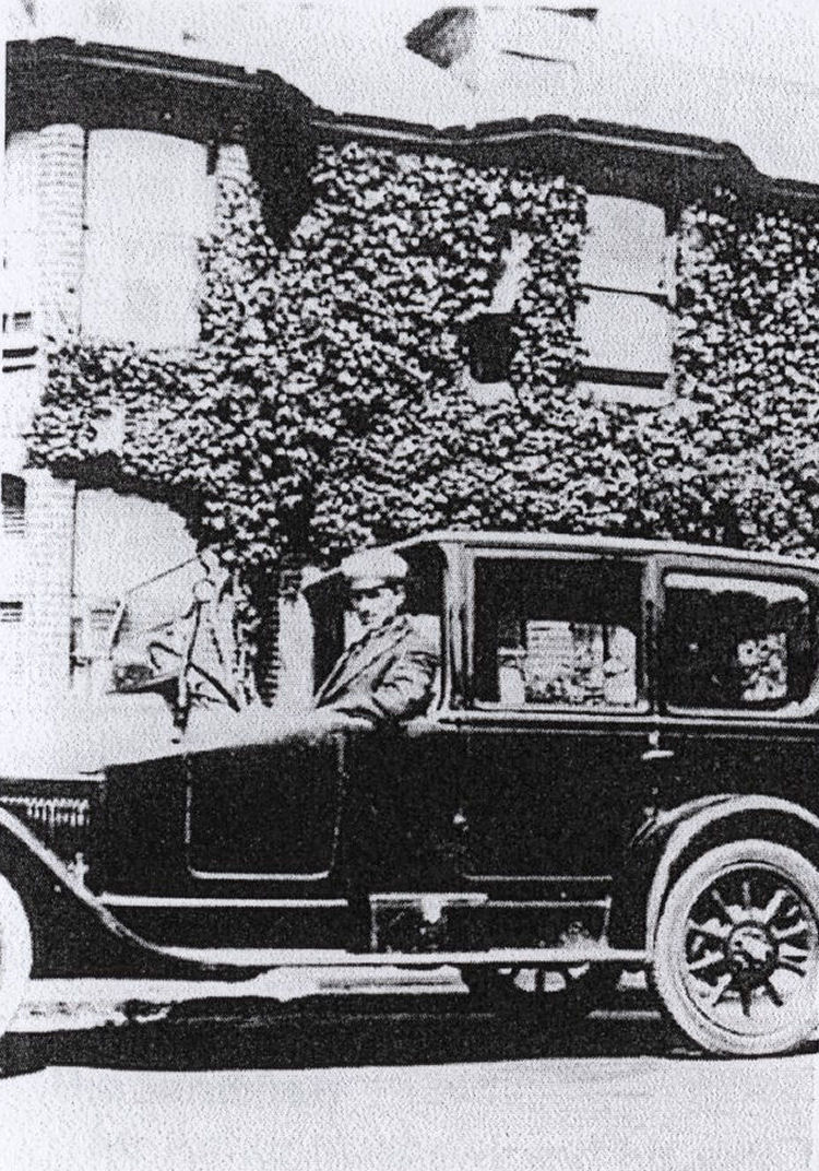 Mr Arthur Rye and limousine